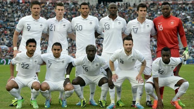 France-12-13-NIKE-away-kit-white-white-white-line-up.jpg