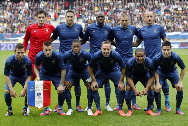 France-12-13-NIKE-home-kit-blue-blue-blue-line-up.jpg