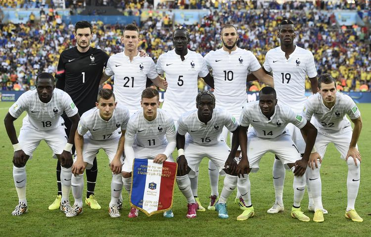 France-14-15-NIKE-away-kit-white-white-white-line-up.jpg