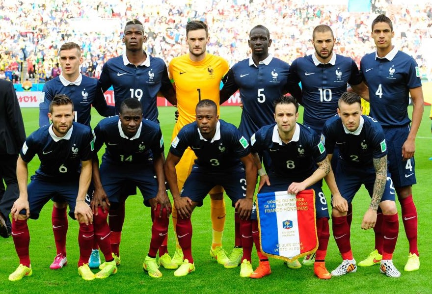 France-14-15-NIKE-home-kit-navy-navy-red-line-up.jpg