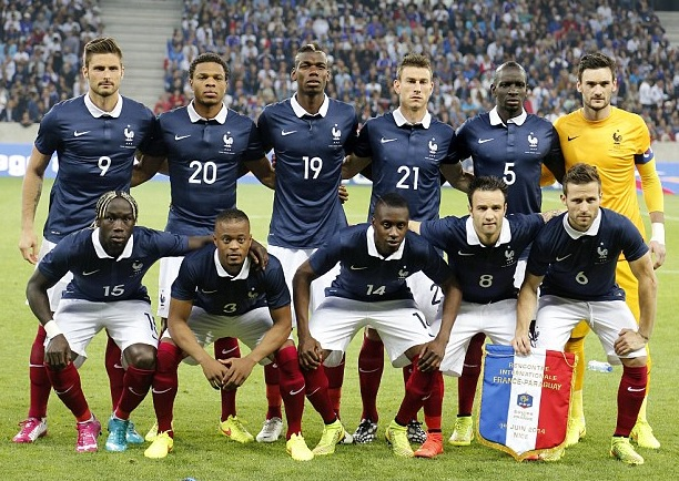 France-14-15-NIKE-home-kit-navy-white-red-line-up.jpg