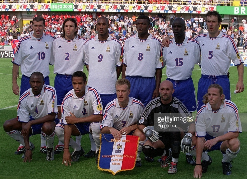 France-2000-adidas-euro-away-kit-white-blue-white-line-up.jpg
