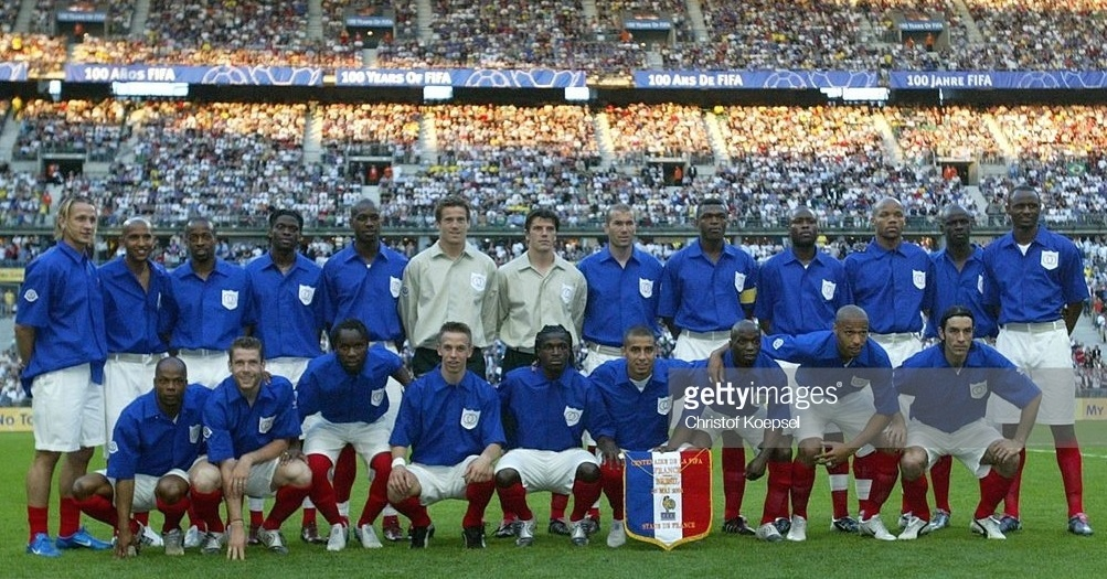 France-2004-retro-kit-blue-white-red-line-up.jpg