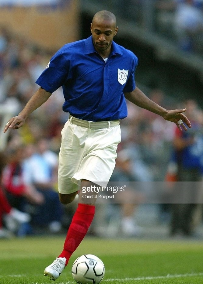 France-2004-retro-kit-blue-white-red.jpg