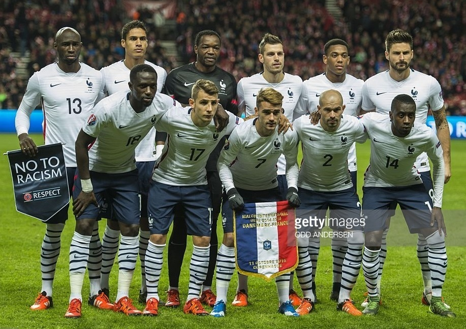 France-2015-NIKE-away-kit-white-navy-white-line-up.jpg