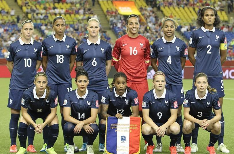 France-2015-NIKE-women-world-cup-home-kit-blue-blue-blue-line-up.jpg