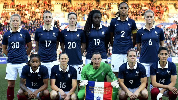 France-2015-NIKE-women-world-cup-home-kit-blue-white-red-line-up.jpg