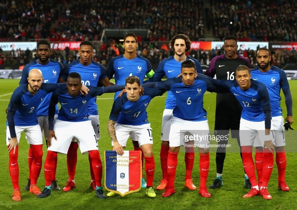 France-2016-17-NIKE-home-kit-blue-white-red-line-up.jpg