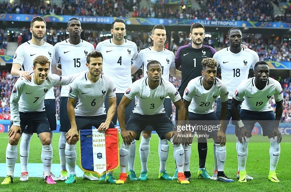 France-2016-NIKE-EURO-away-kit-white-navy-white-line-up.jpg