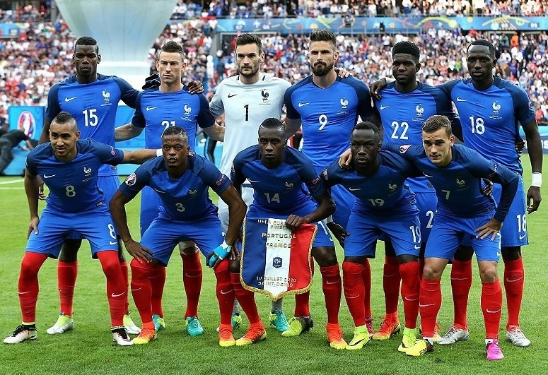 France-2016-NIKE-home-kit-blue-blue-red-group-photo.jpg