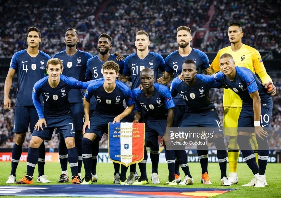 France-2018-19-FIFA-champion-Badge-home-kit-navy-navy-navy-line-up.jpg