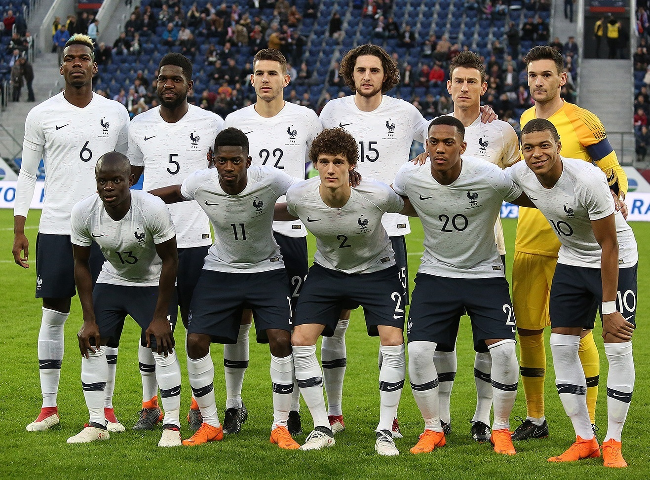 France-2018-NIKE-away-kit-white-navy-white-line-up.jpg