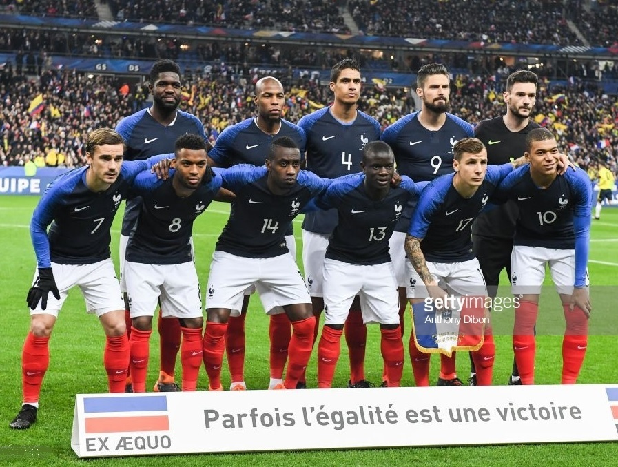 France-2018-NIKE-home-kit-blue-white-red-line-up.jpg