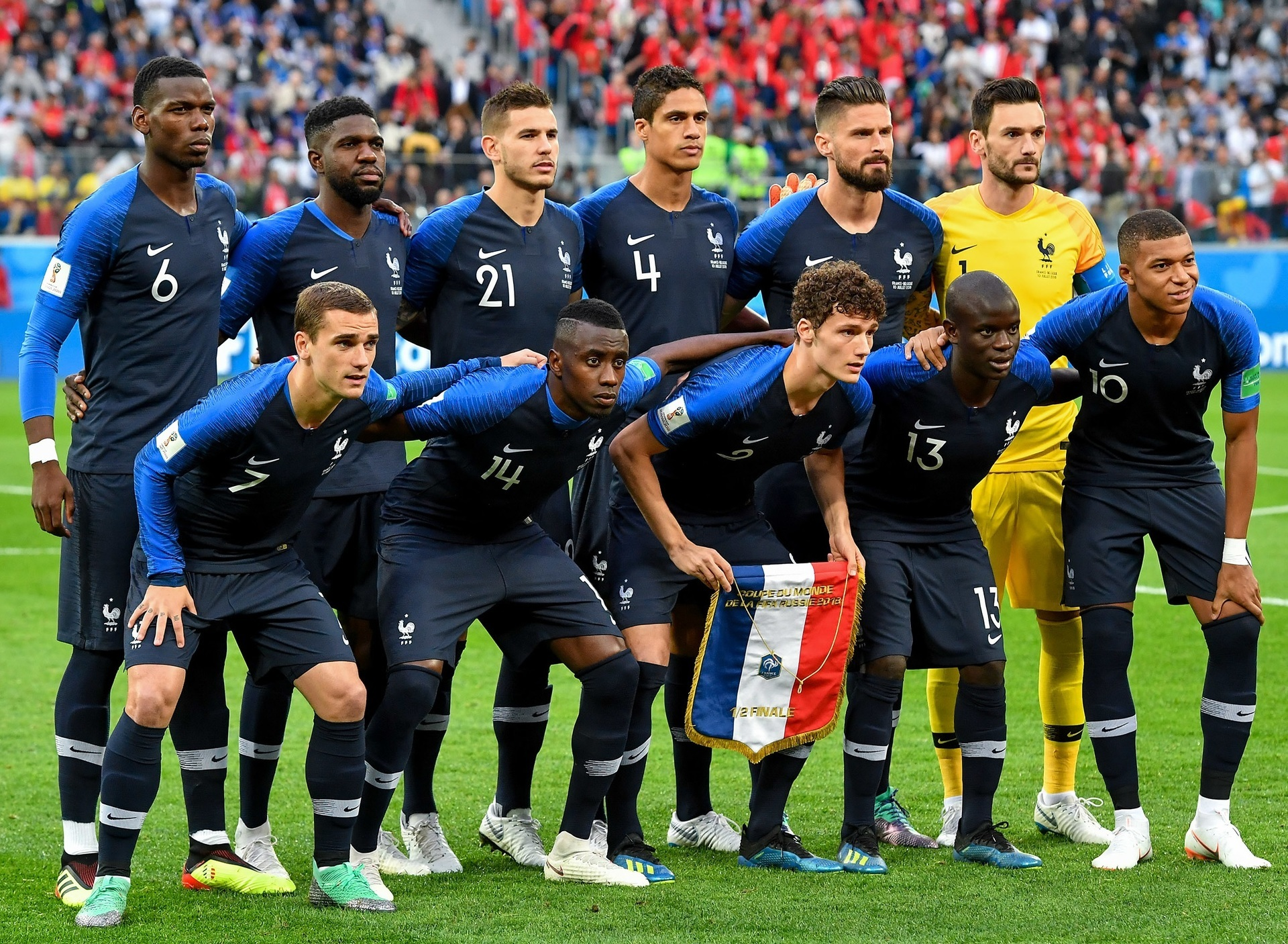France-2018-NIKE-world-cup-home-kit-navy-navy-navy-line-up.jpg