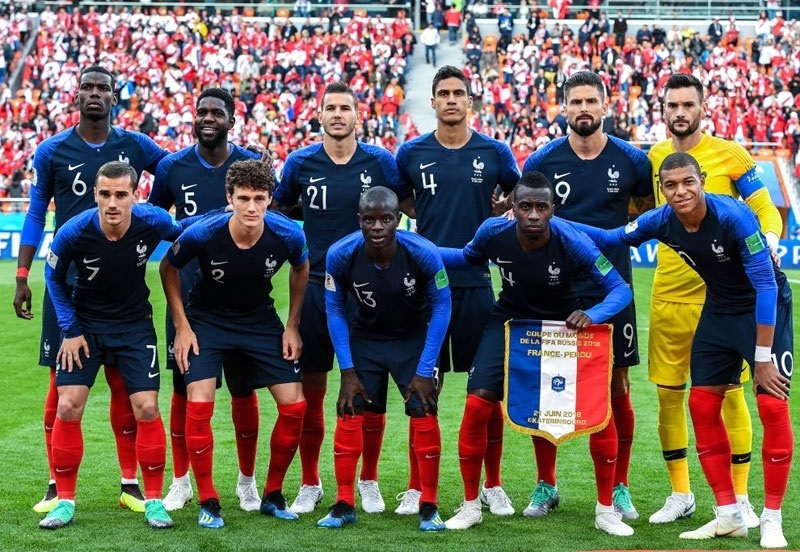 France-2018-NIKE-world-cup-home-kit-navy-navy-red-group-photo.jpg