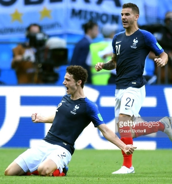 France-2018-NIKE-world-cup-home-kit-navy-white-red-Benjamin-Pavard.jpg