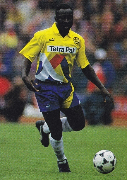 Frankfurt-93-94-PUMA-second-kit-yellow-blue-white-Anthony-Yeboah-19940409-第30節-バイエルン-1-2-ミュンヘン-Haward-Windam.jpg