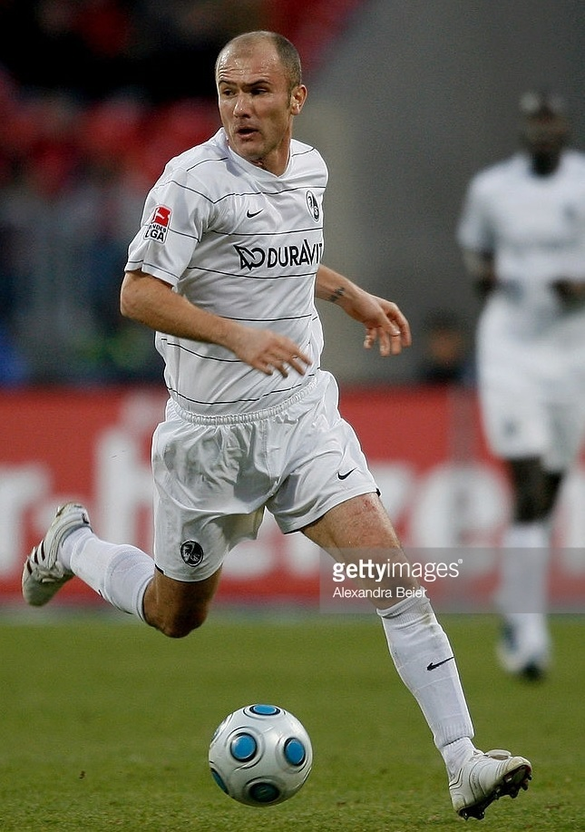 Freiburg-2009-10-NIKE-away-kit.jpg