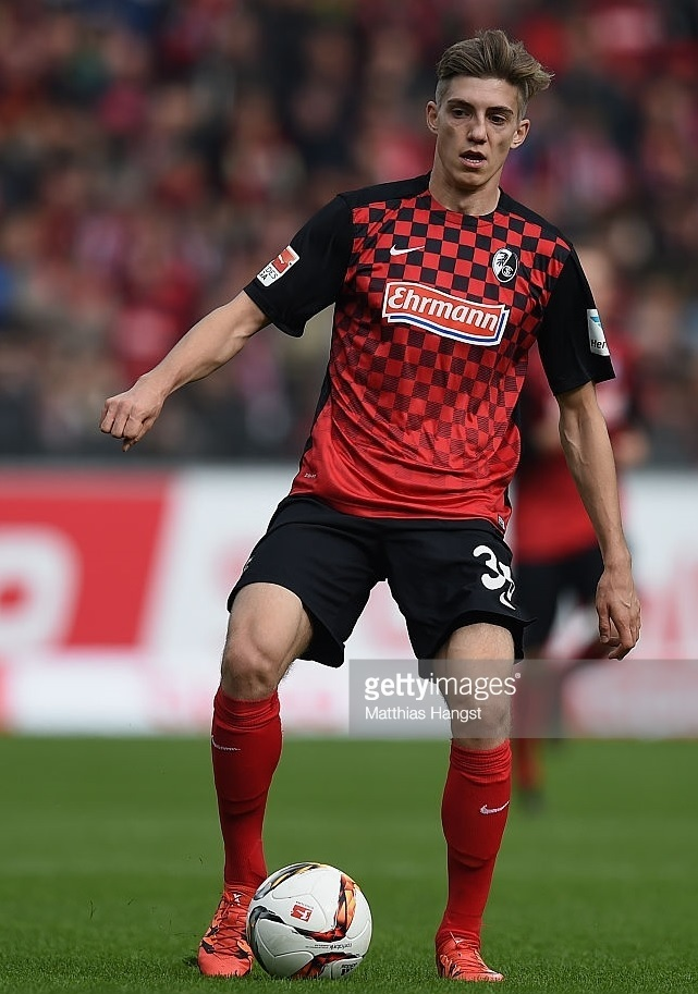 Freiburg-2015-16-NIKE-home-kit.jpg