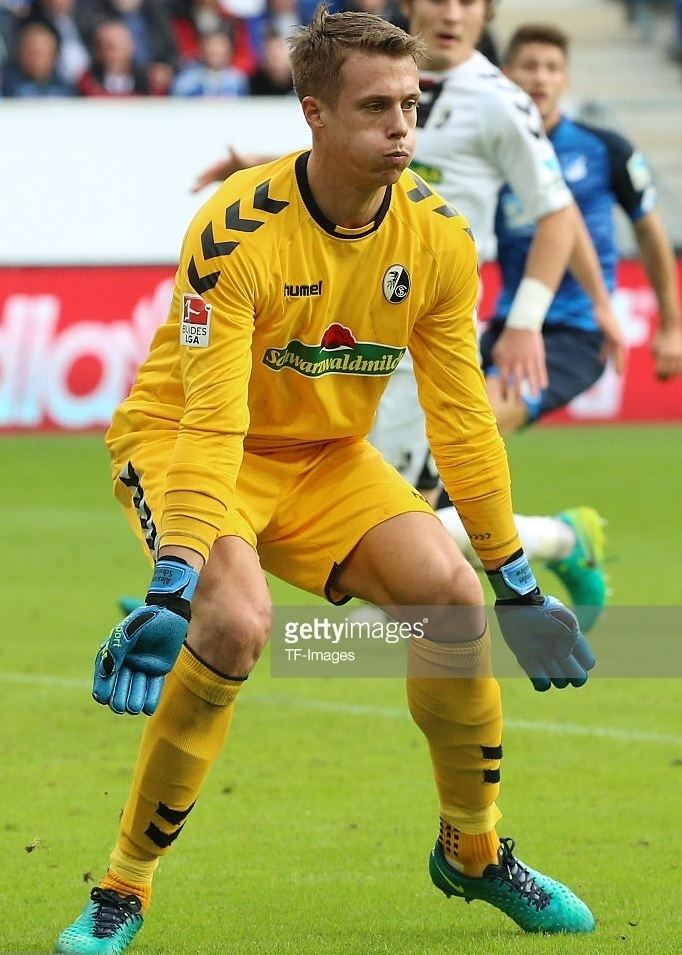 Freiburg-2016-17-hummel-GK-away-kit.jpg
