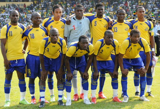 Gabon-09-AIRNESS-home-kit-yellow-blue-blue-line-up.jpg