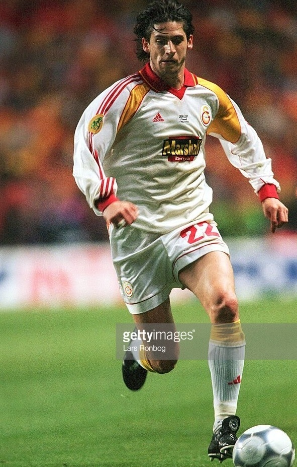 Galatasaray-1999-2000-adidas-away-kit-Ümit-Davala.jpg