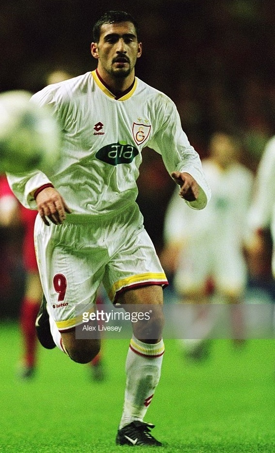 Galatasaray-2001-02-lottoaway-kit-Umit-Karan.jpg