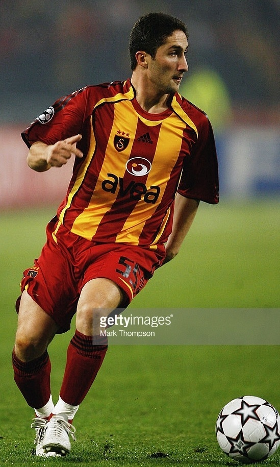Galatasaray-2006-07-adidas-home-kit-Sabri-Sarioglu.jpg