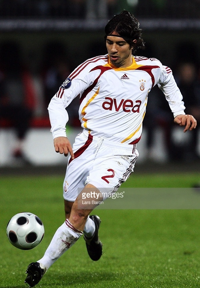 Galatasaray-2007-08-adidas-away-kit-Emre-Guengoer.jpg