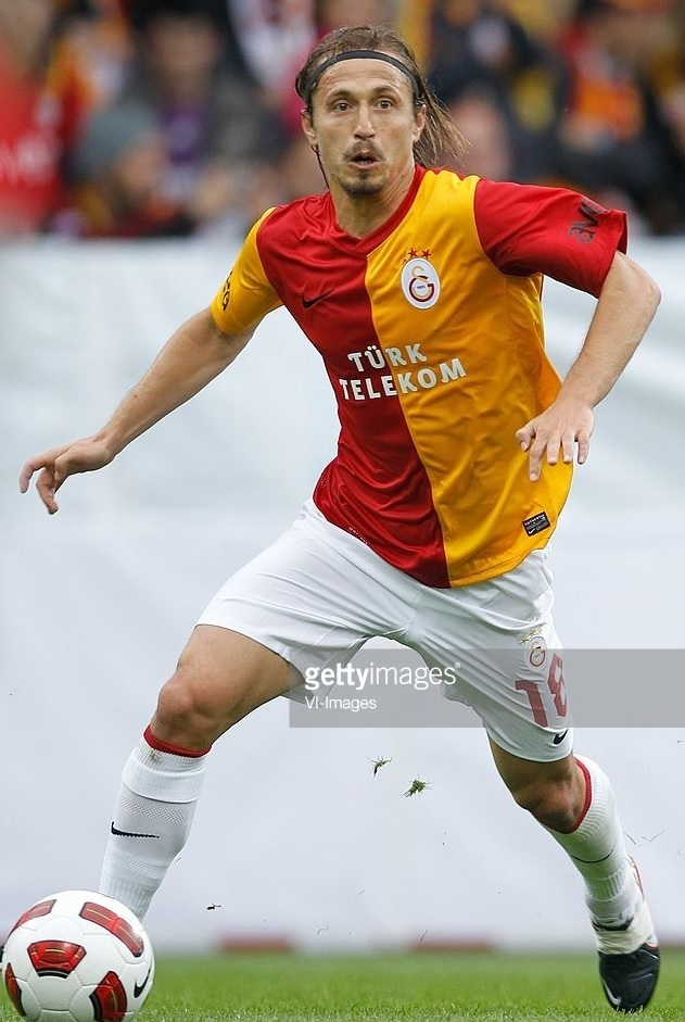 Galatasaray-2011-12-NIKE-home-kit.jpg
