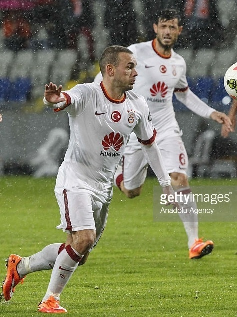 Galatasaray-2014-15-NIKE-away-kit-Wesley-Sneijer.jpg