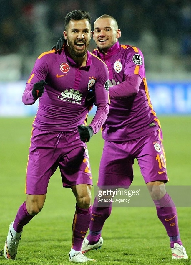 Galatasaray-2014-15-NIKE-third-kit-Yasin-Oztekin.jpg