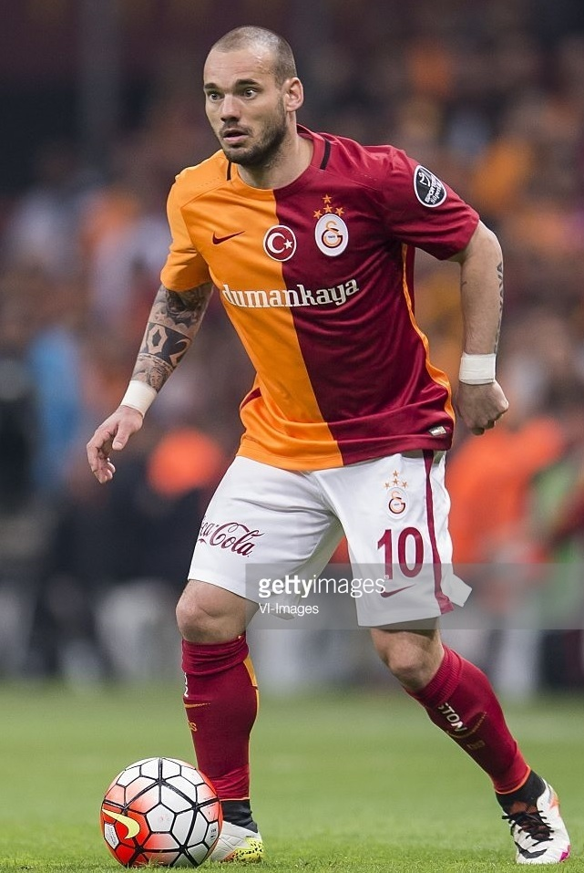 Galatasaray-2015-16-NIKE-home-kit-Wesley-Sneijder.jpg