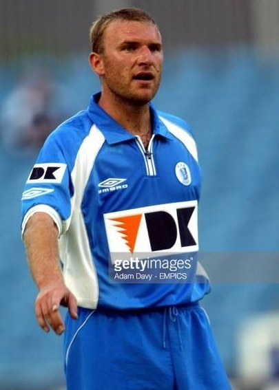 Gent-2002-03-UMBRO-home-kit.jpg