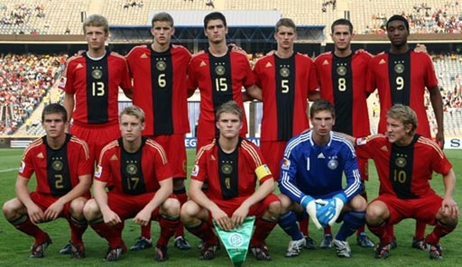 Germany-08-09-adidas-uniform-red-red-red-group.JPG