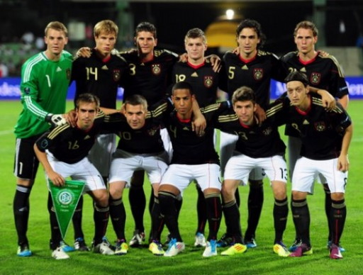 Germany-10-11-adidas-euro-qualifying-away-kit-black-white-black-line-up.jpg