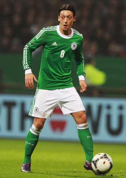 Germany-12-13-adidas-away-kit-green-white-green-formotion.jpg