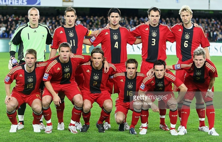 Germany-2008-09-adidas-away-kit-red-red-red-line-up.jpg