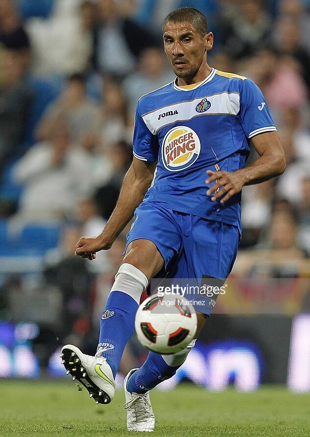 Getafe-2010-11-Joma-first-kit.jpg