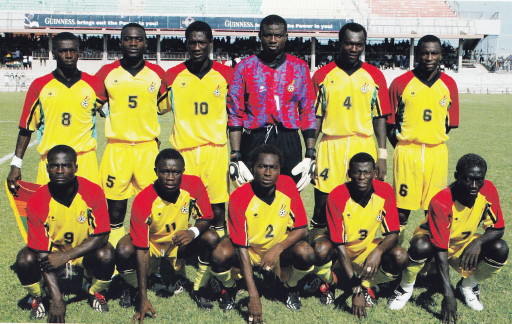 Ghana-2004-unknown-home-kit-yellow-yellow-yellow-line-up.jpg