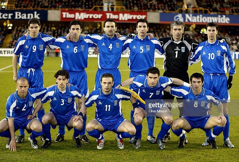 Greece-2003-Le-coq-away-kit-blue-blue-blue-line-up.jpg