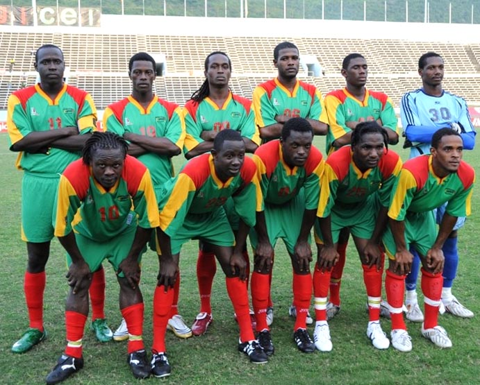 Grenada-06-08-Locust-away-kit-green-green-red-line-up.JPG
