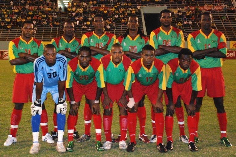Grenada-06-08-Locust-away-kit-green-red-red-line-up.JPG