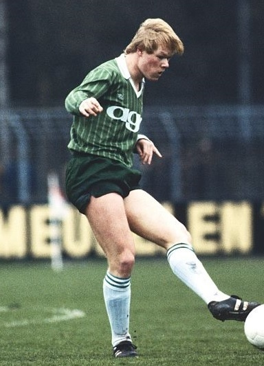 Groningen-1982-83-ROBEY-away-kit-Ronald-Koeman (1).jpg