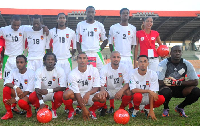 Guadeloupe-10-Gwada boyz-away-kit-white-white-red-line up.JPG