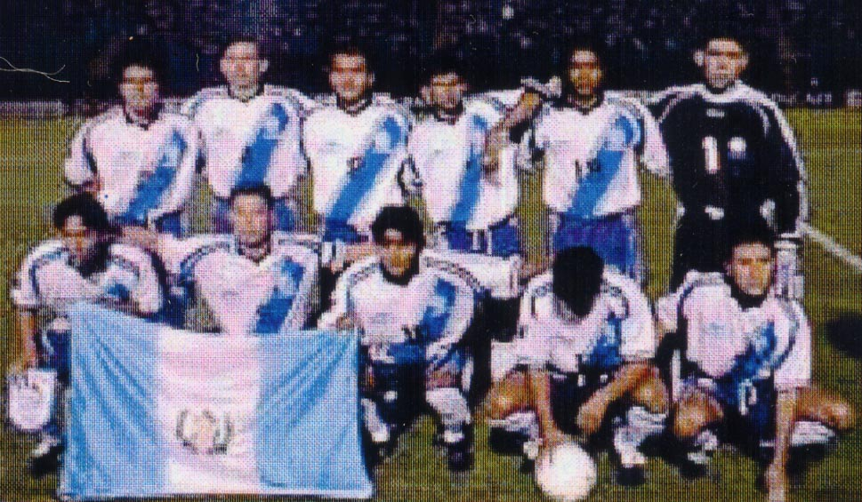 Guatemala-00-01-atletica-home-kit-white-blue-white-pose.JPG