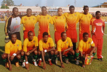 Guinea-05-06-AIRNESS-home-kit-yellow-red-green-line-up.jpg