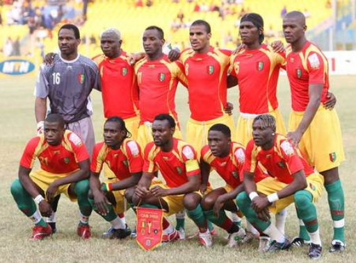 Guinea-08-09-AIRNESS-home-kit-red-yellow-green-pose.jpg