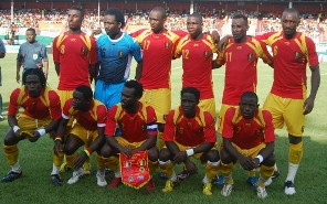 Guinea-08-09-AIRNESS-home-kit-red-yellow-yellow-pose.jpg