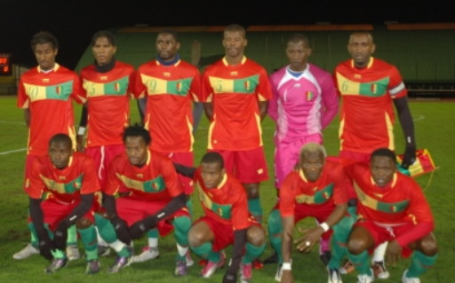 Guinea-10-11-AIRNESS-home-kit-red-red-green-line-up.jpg